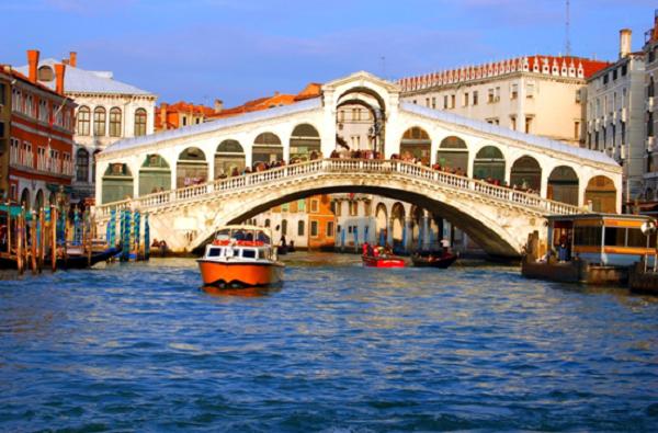 购物达人欧洲嬉水乐园:到意大利旅游买最水立方省钱攻略自助游秘笈图片
